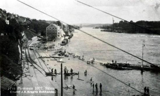 flommen-i-1927-langbryggene-i-skien.jpg