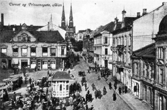 handelstorget-i-skien-1910.jpg